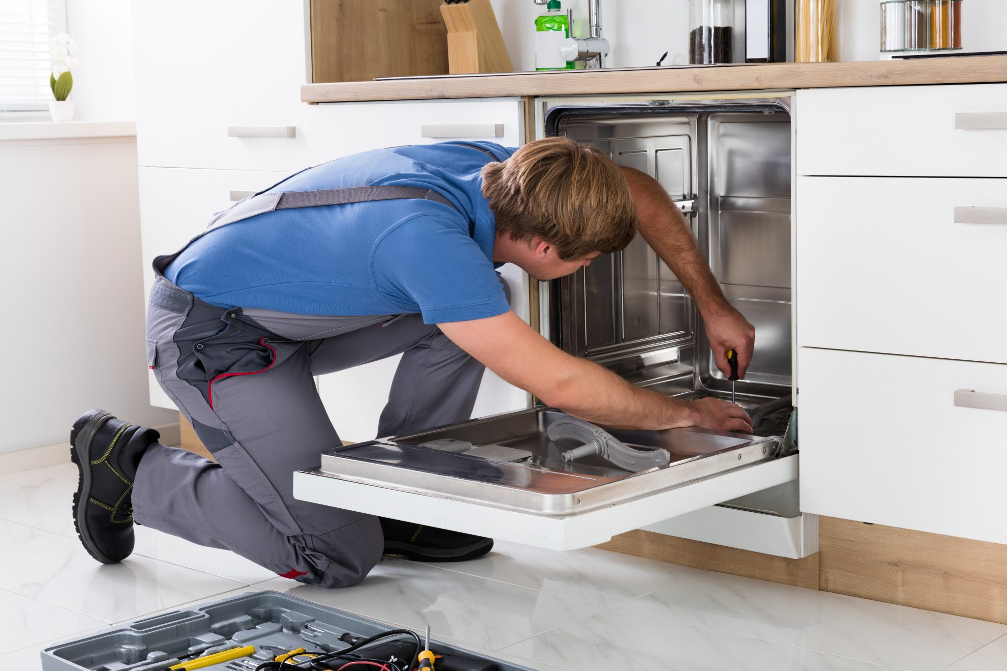 How to Fix a Dishwasher That Is Not Draining