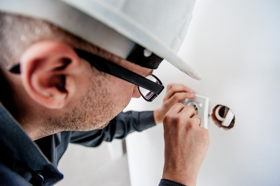 Why Should You Opt for Electricians in Bangalore During Emergency?