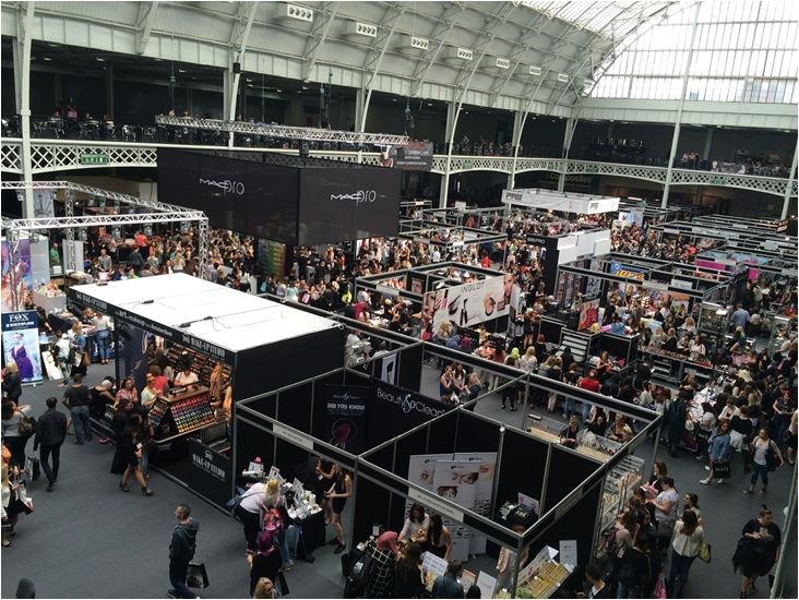 5 Best Tactics to Grab the Visitors to Your Booth in the Business Events