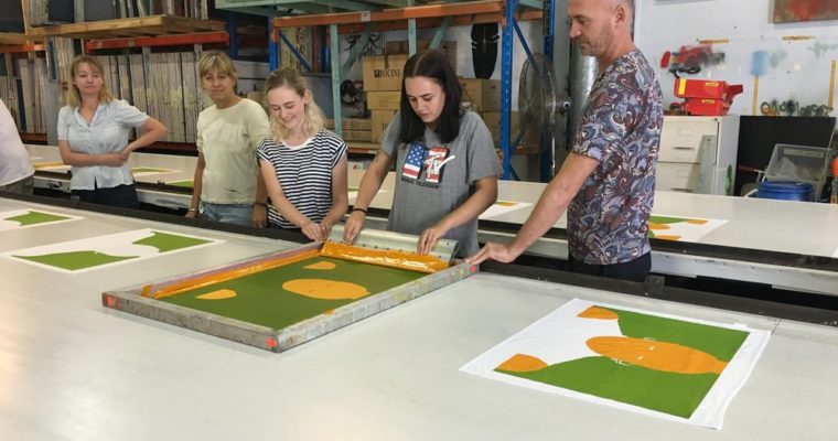 Boost Your Business with the Advantage of Live Screen Printing