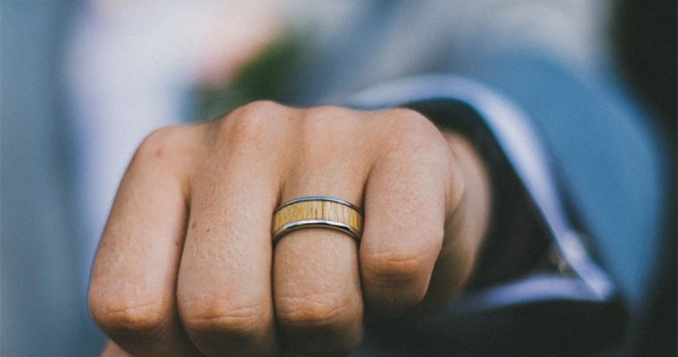 Why It Is Important to Choose the Right Metal for Men's Wedding Bands