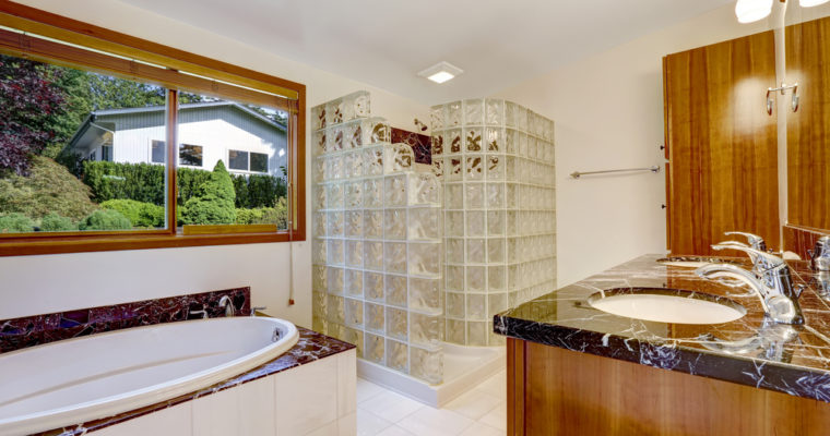 How Can You Renovate Your Bathroom With Glass Shower Screen?