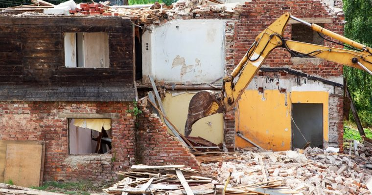 Few Advantages of Hiring the Services of Demolition Companies