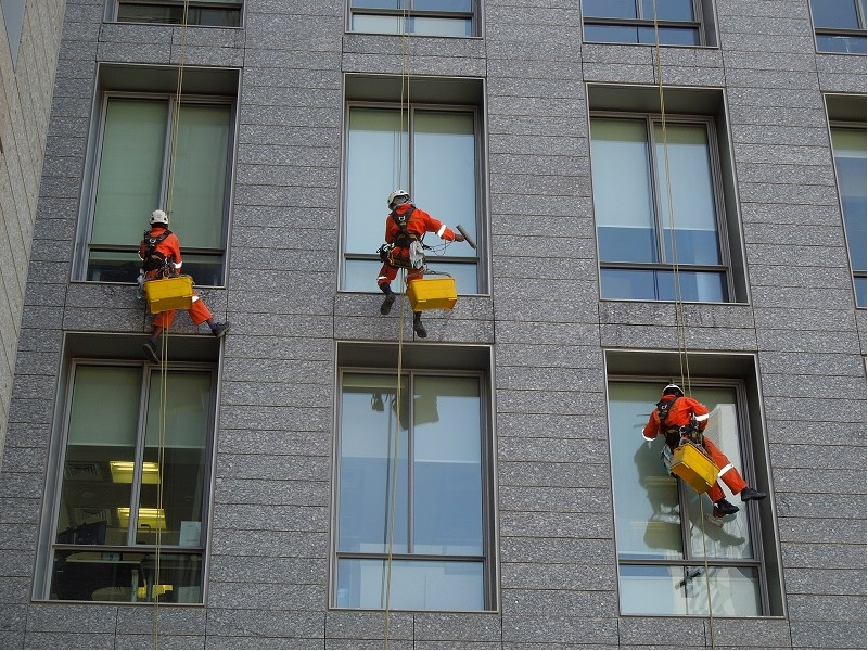 Safety Precautions to Be Taken While Working at Heights
