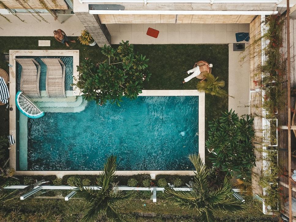 L-shape pools