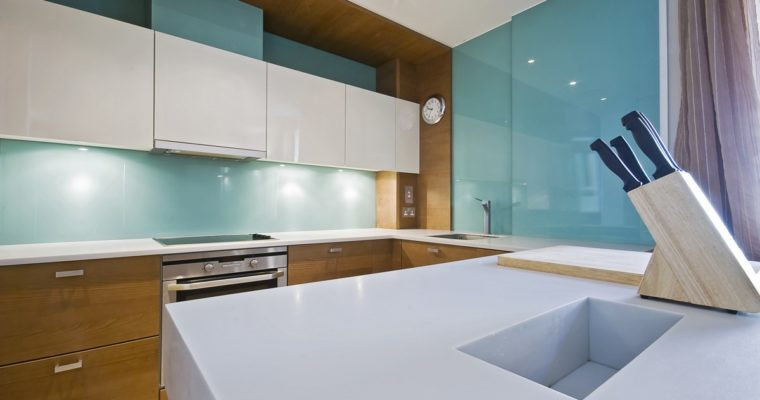 How Glass Improve the Interior of an Old Kitchen