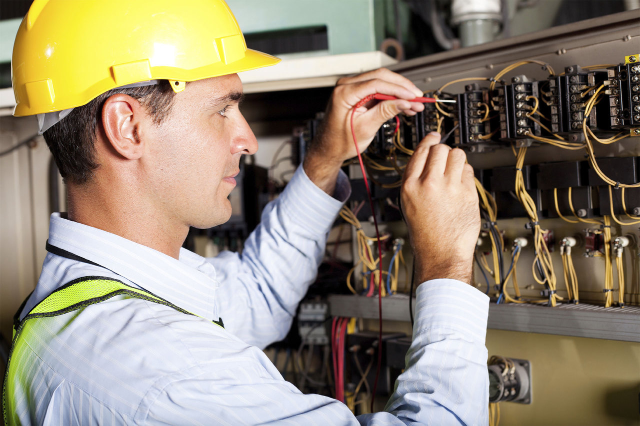 Hiring Qualified Electrical Contractors to Use